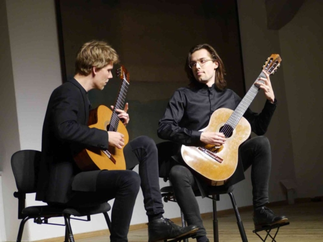 Aros Guitar Duo