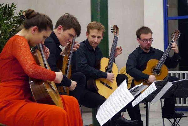 Erlendis Guitar Quartet